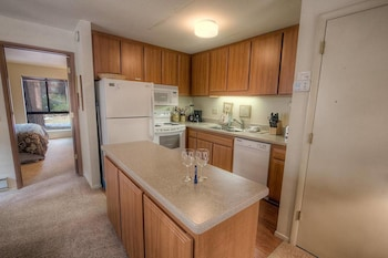 Coeur-Du-Lac Affordable by Beach - 1 Br townhouse by RedAwning