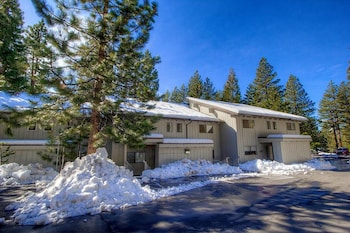 Sunny & Spacious Mountain Shadow - 4 Br condo by RedAwning