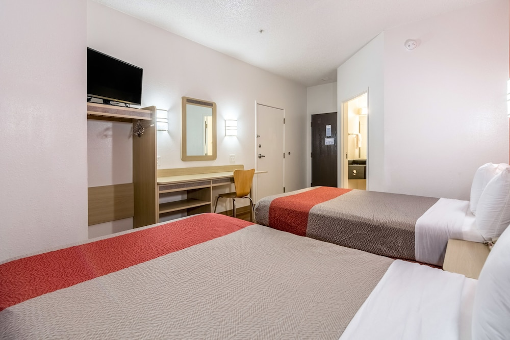 Standard Room, Multiple Beds, Accessible, Non Smoking