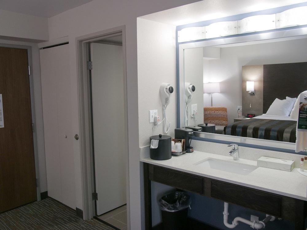 윈게이트 바이 윈덤 루이빌 페어 앤드 엑스포(Wingate by Wyndham Louisville Fair and Expo) Hotel Image 39 - Bathroom Sink