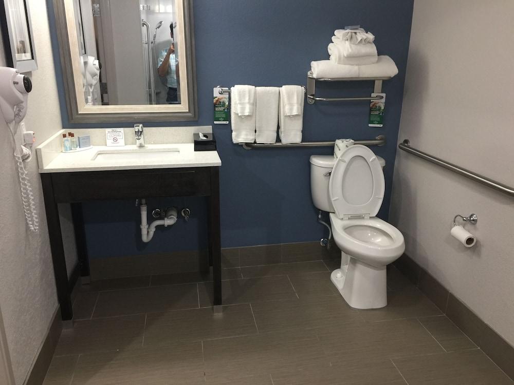 윈게이트 바이 윈덤 루이빌 페어 앤드 엑스포(Wingate by Wyndham Louisville Fair and Expo) Hotel Image 42 - Bathroom Amenities