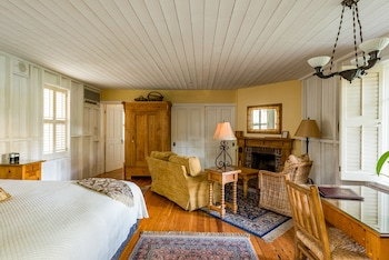 Superior Room, 1 King Bed, Patio, Fireplace (Tack Room)