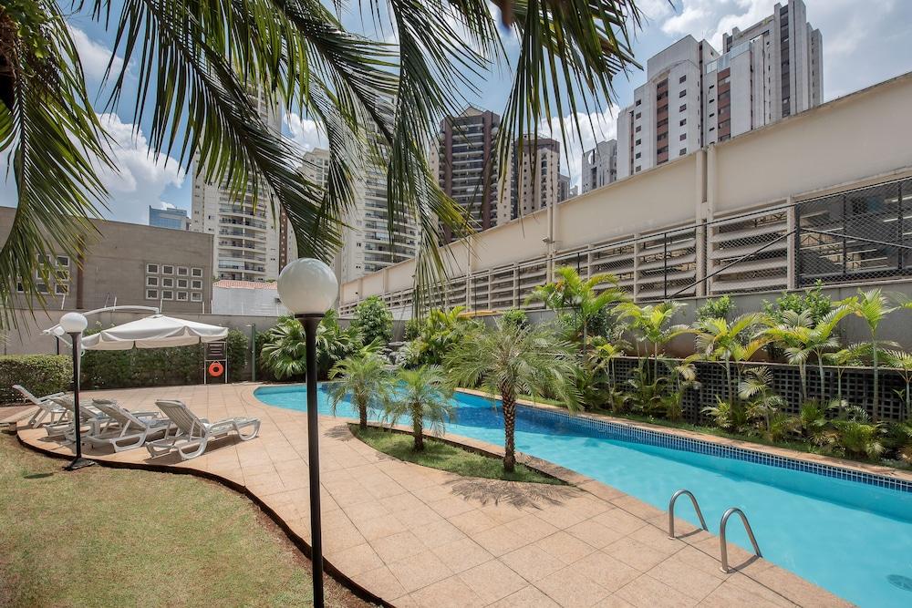 인터시티 이비라푸에라(Intercity Ibirapuera) Hotel Image 1 - Pool