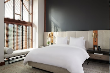 Four Seasons, Deluxe Suite, 1 King Bed with Sofa bed