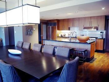 Room, 4 Bedrooms (Den - Resort Residence)