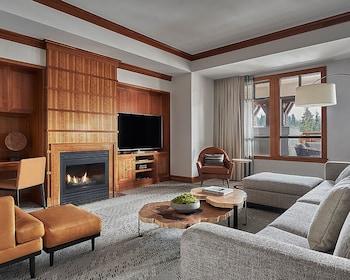 Suite, 1 King Bed (Alpine)