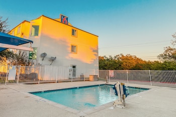 Motel 6 Ft Worth - Benbrook - Outdoor Pool  - #0