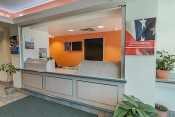 Lobby at Motel 6 Ft Worth - Benbrook in Fort Worth
