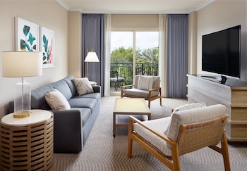 Deluxe Suite, 1 King Bed, Balcony (Champions Gate Suite)