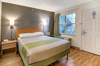 Guestroom at Studio 6 Dallas - South Arlington in Arlington