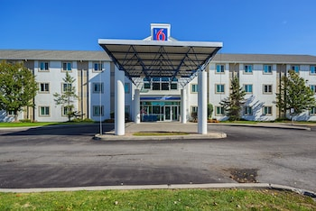 Hotel - Motel 6 Toronto East - Whitby