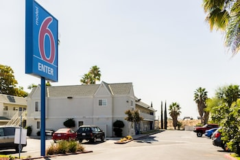 Motel 6 Bakersfield East - Featured Image  - #0