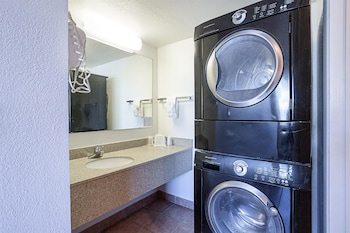 Motel 6 Williams West - Grand Canyon - Laundry Room  - #0