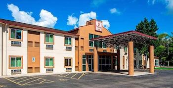 Hotel - Seasons Inn Traverse City