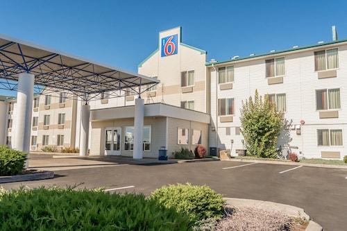 . Motel 6 Redmond, OR