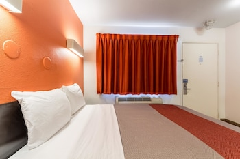 Guestroom at Motel 6 Dallas - Garland in Garland