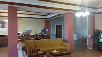 Executive Inn and Suites Waxahachie - Living Area  - #0
