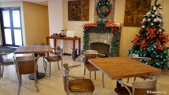 Microtel Inn & Suites by Wyndham Baguio Dining