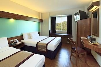 Microtel Inn & Suites by Wyndham Baguio Guestroom