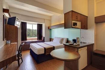 Microtel Inn & Suites by Wyndham Baguio In-Room Kitchenette