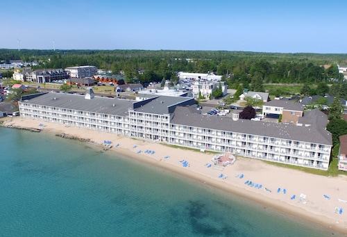 Hamilton Inn Select Beachfront, Cheboygan