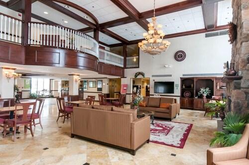 . Comfort Inn & Suites Near Pocono Mountains