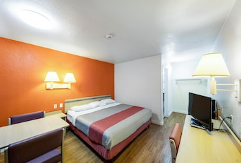 Deluxe Room, 1 King Bed, Non Smoking, Refrigerator & Microwave