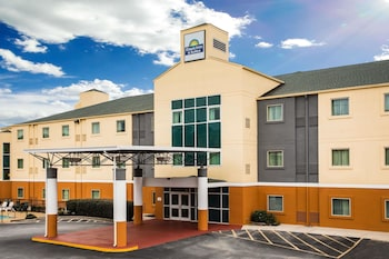 Days Inn & Suites by Wyndham Augusta Near Fort Gordon photo