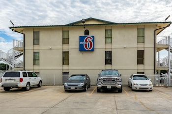 Hotel - Motel 6 Lake Charles On The Bayou