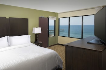 Guestroom at Four Points By Sheraton Virginia Beach Oceanfront in Virginia Beach