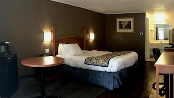 Rodeway Inn Near Hall of Fame - Guestroom  - #0