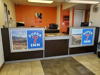 Hotel - Super 7 Inn
