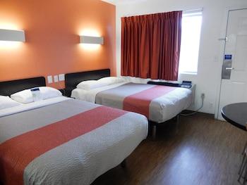 Hotel - Motel 6 Clute, TX