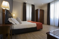 Deluxe Double Room, Partial Sea View