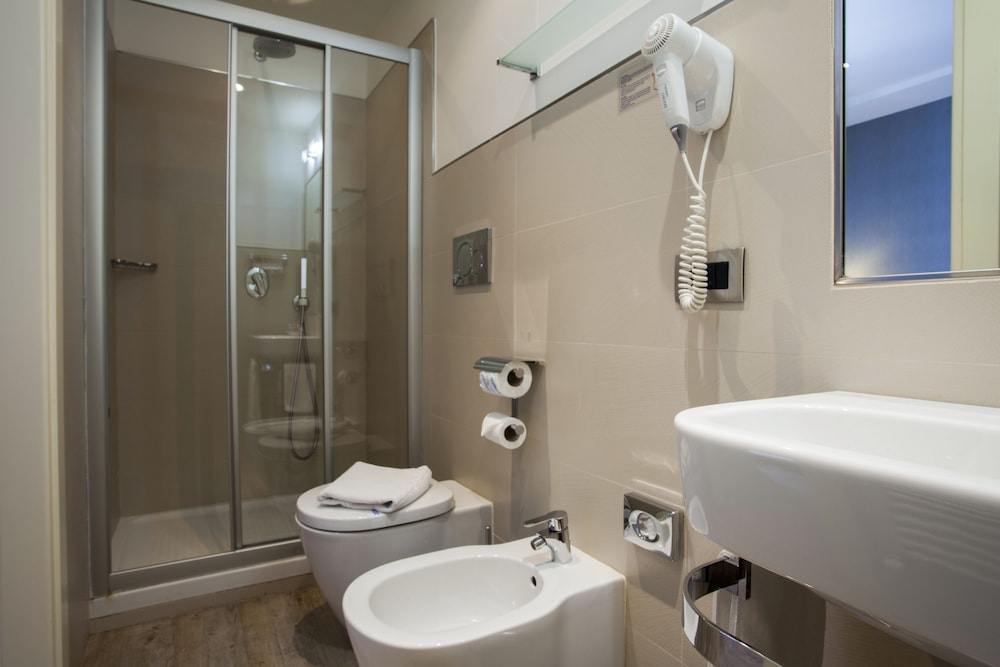 호텔 아스토리아 라팔로(Hotel Astoria Rapallo) Hotel Image 35 - Bathroom