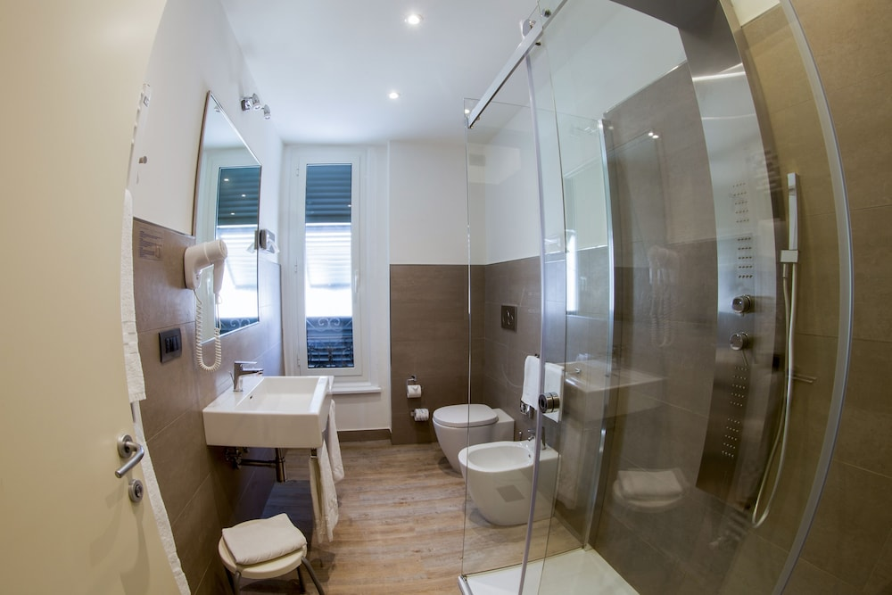호텔 아스토리아 라팔로(Hotel Astoria Rapallo) Hotel Image 22 - Bathroom