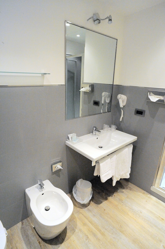 호텔 아스토리아 라팔로(Hotel Astoria Rapallo) Hotel Image 26 - Bathroom