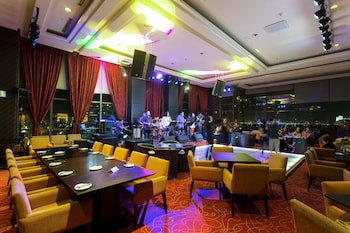 Bellevue Hotel Alabang Bar