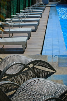 Bellevue Hotel Alabang Outdoor Pool