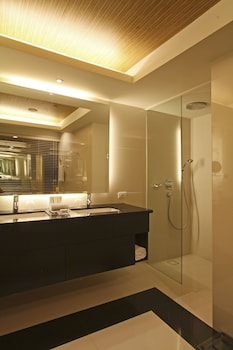 Bellevue Hotel Alabang Bathroom