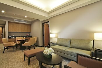 Bellevue Hotel Alabang Living Area