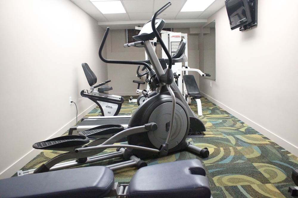 Health and Fitness : Fitness Facility 18 of 60