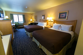 Standard Double Room, Multiple Beds, Refrigerator & Microwave (Waterpark Hours Vary)