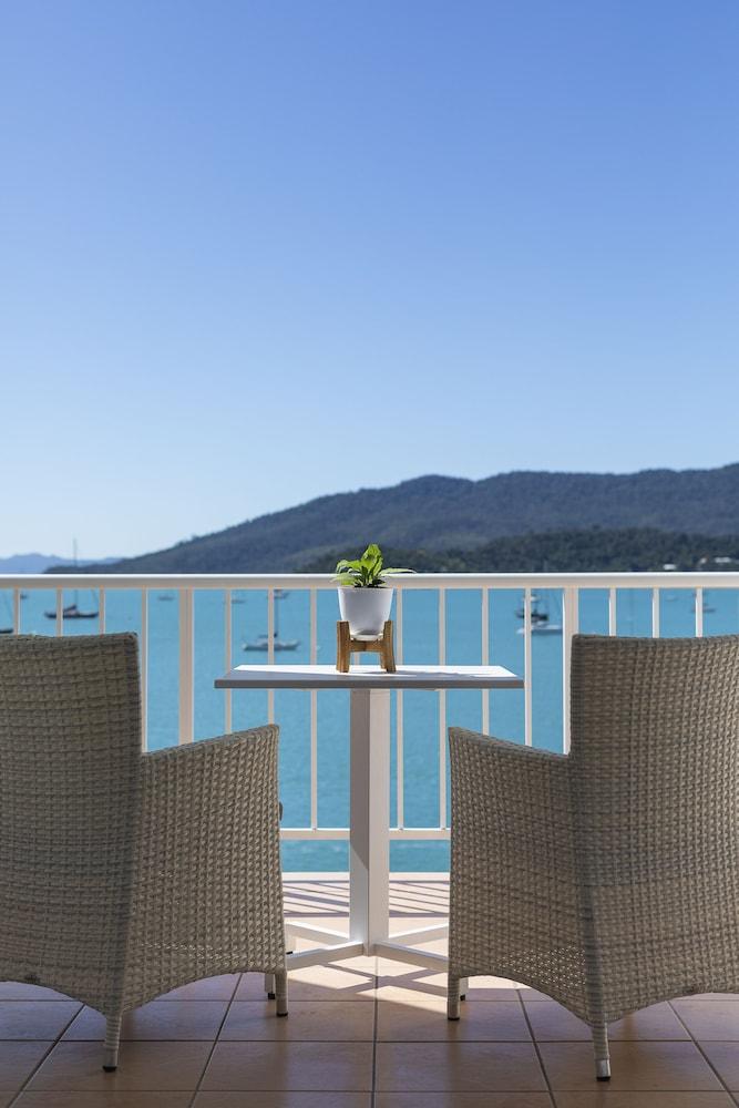 https://i.travelapi.com/hotels/2000000/1050000/1047200/1047180/34fb8467_z.jpg