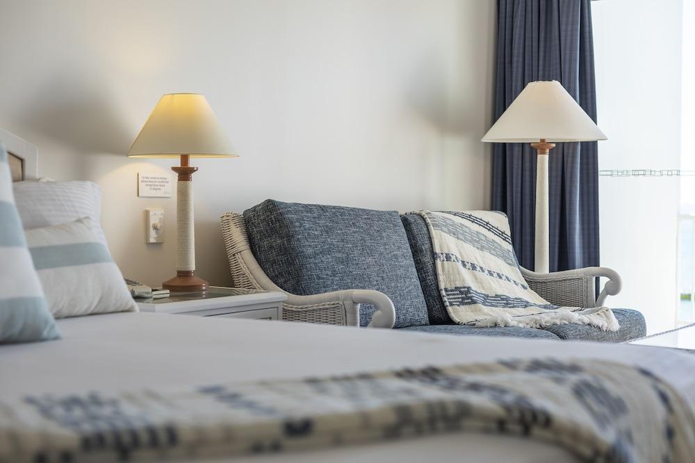 https://i.travelapi.com/hotels/2000000/1050000/1047200/1047180/a9aeff28_z.jpg