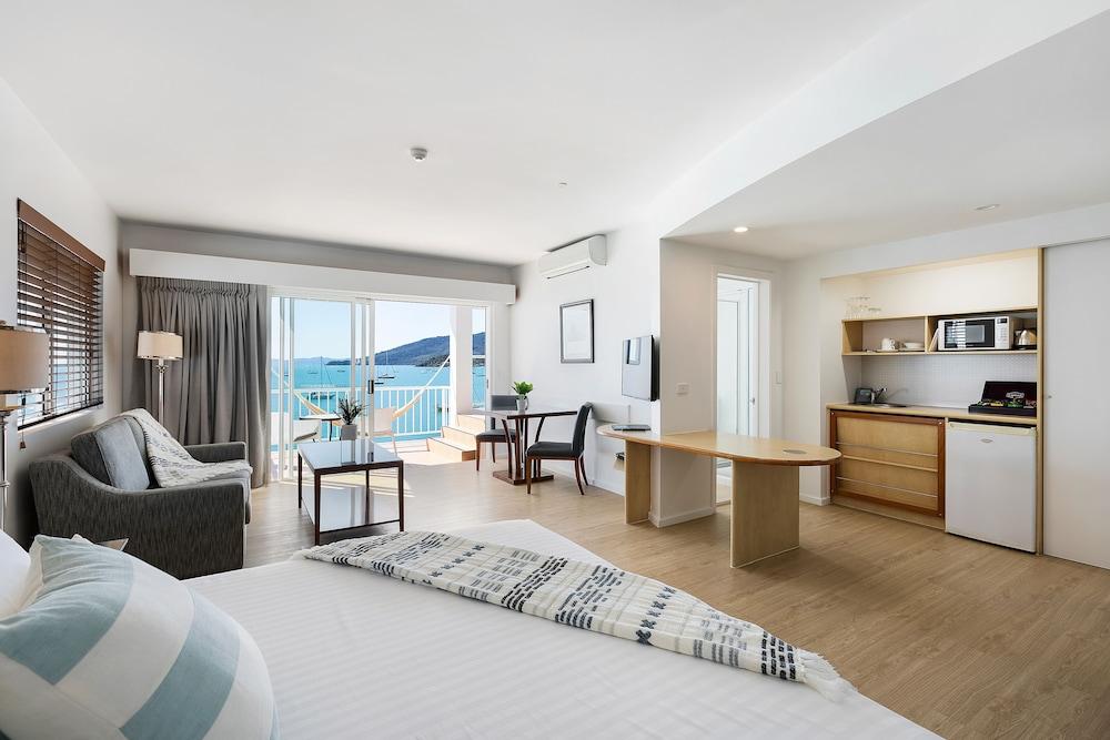 https://i.travelapi.com/hotels/2000000/1050000/1047200/1047180/e7276546_z.jpg