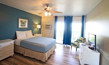 Standard Room, 1 King Bed, Balcony, Ocean View (No Pets)
