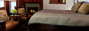 07 Deluxe king spa with fireplace