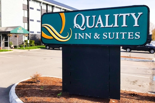 . Quality Inn and Suites Everett