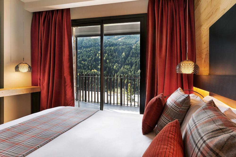 https://i.travelapi.com/hotels/2000000/1050000/1048100/1048032/0e12eb87_z.jpg